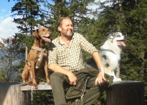 Heinz mit zwei Hunden
